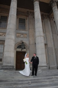 DSC 0214 copy 200x300 Bride and groom at the First National Bank in Philadelphia